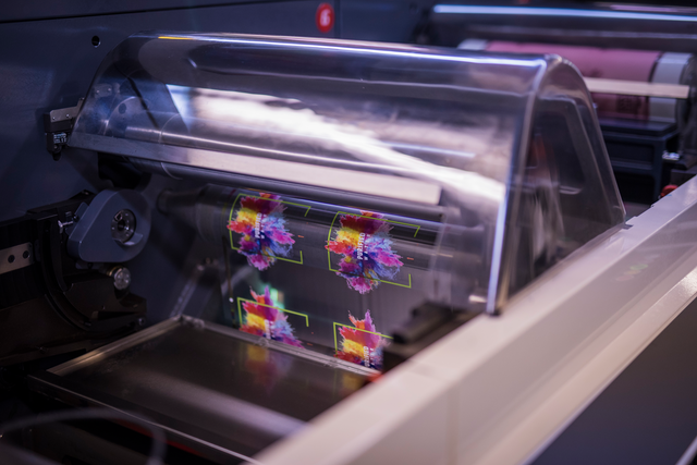 Catapult uses an eight-color UV flexo label press with separations created using Digitally Modulated Screening technology to achieve presswork equivalent to a 350- to 450-lpi screen.